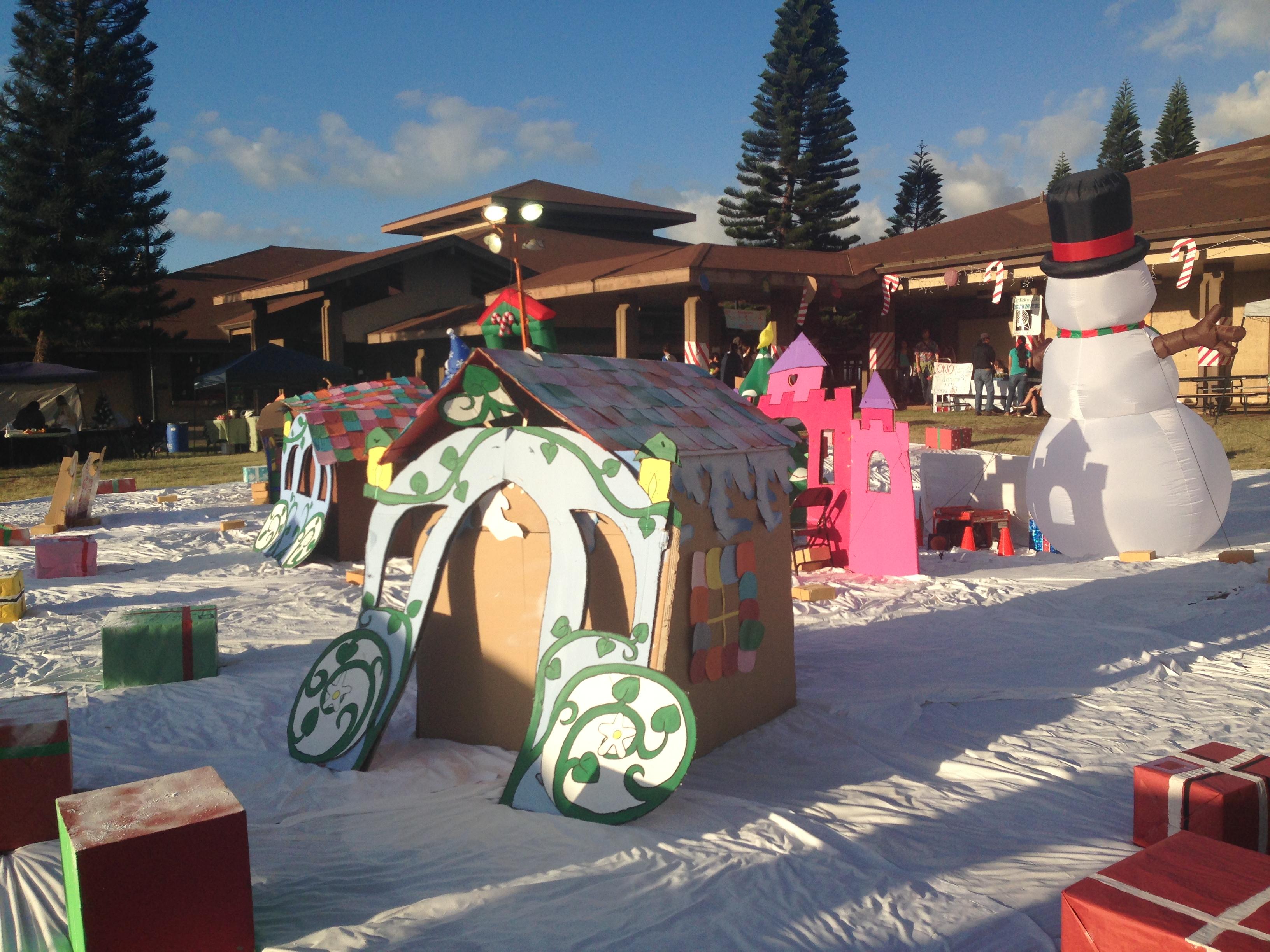 2013 Kekaulike Karnival Santa station.